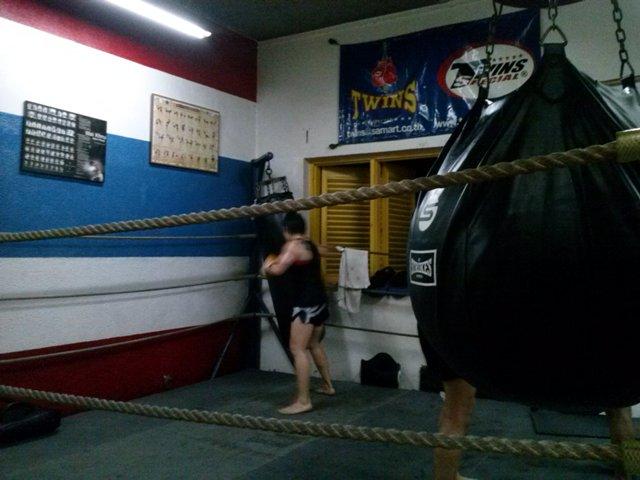 Dibantai Muay Thai! (5/6)