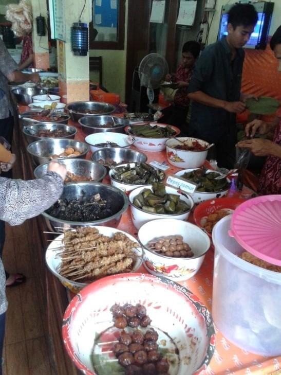 2. nasi jamblang bu nur (3)
