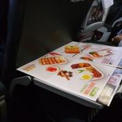 menu makanan di pesawat (ada Bubble Tea!)