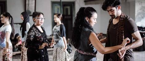 reza-rahardian-dan-ayushita-nugraha-the-gift-movie